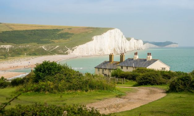 1000+ holiday jobs will be created in West Sussex